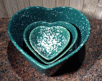 Heart Shaped Nesting Bowls, Spatterware Pottery Bowls, Set of 3 Nesting Heart Bowls, Ceramic Bowl Set, Great Wedding / Engagement Gift