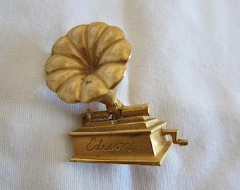 Vintage Antique Gold Tone Edison Gramophone Phonograph Pin Brooch J1099