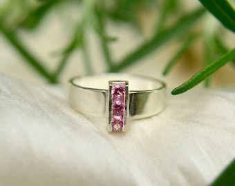 Turmalin-Ring, Sterling Silber 3-Stein-Ring, Aussagering, Oktober Birthstone Ring, Kanal Set Edelsteine, 3 mm Edelsteine, kostenloser Versand