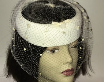 Vintage 1950s Womens Pillbox Halo Hat with White Veil Wedding Bride Mid Century