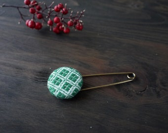 Japanese Kogin-sashi brooch, embroidery pin brooch, hand stitched accessory, green