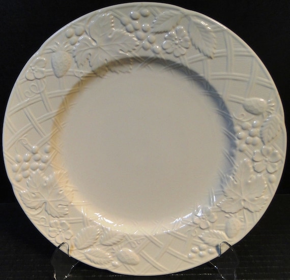 & Mikasa English Countryside Dinner Plate 10 3/4 White