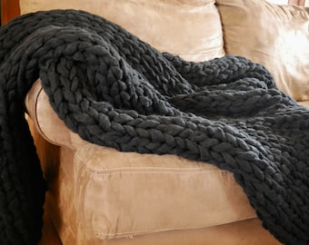 Black Throw Blanket - Super Chunky Acrylic Yarn - Cozy Bulky Extreme Knitting - Oversized Knitting - Hand Knit