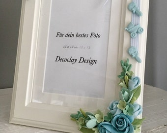 Handmade baby picture frame with baby sneakers and clay flowers flowers Decoclay