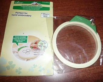 "Clover 4 3/4"" Embroidery Hoop & Stand, Hand Embroidery Garden Pattern"