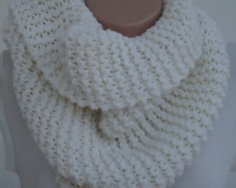 Knit chunky off white scarf snood,Christmas knitted snood scarf,off white snood,knit scarf,knitted scarf,off white knit ,knit winter snood