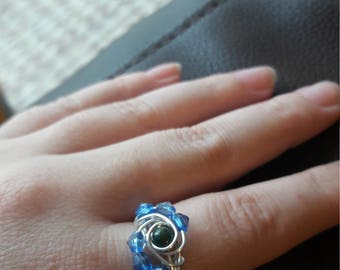 Silver plated copper wire ring. Green jasper bead surrounded by blue beads. UK SIZE P/Q. Statement piece. Wire ring.