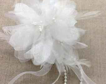Flower / white brooch ORGANZA & SATIN