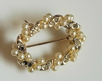 Vintage Pearl Brooch, Cream Pearl and Rhinestone Brooch, Vintage Jewelry Gift for Her, White Gold Pin, Pearl Shawl Pin, Vintage Wedding