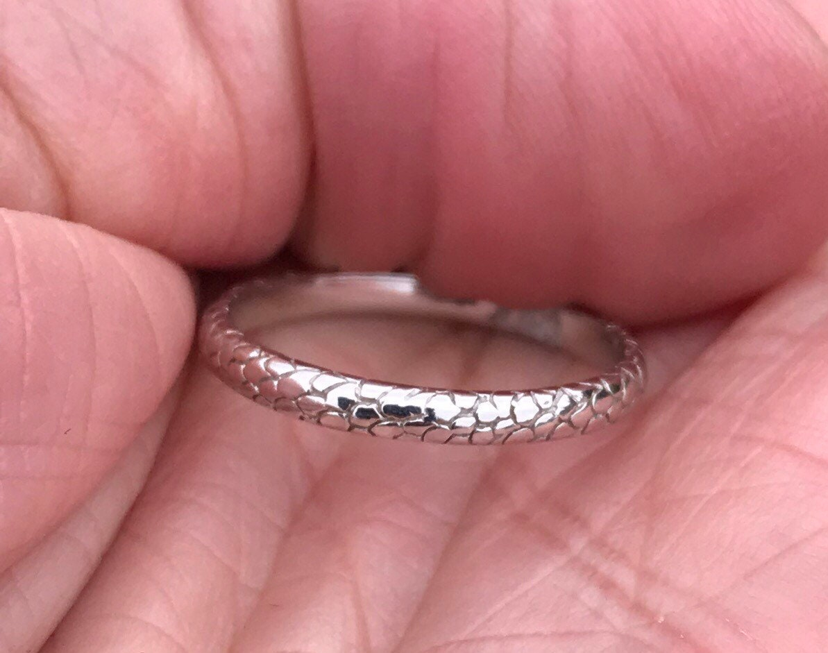 Vintage 18kt white gold eternity ring wedding ring