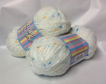 1 ball of yarn very soft and light 100gr layette