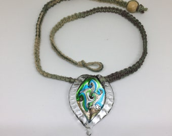 Hemp necklace with glass pendant