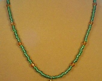 "Gorgeous, sparkling GREEN 19"" necklace - N318"