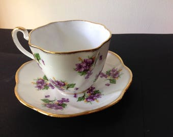 Vintage Salisbury Ruffled Teacup with Violets and Gold Trim