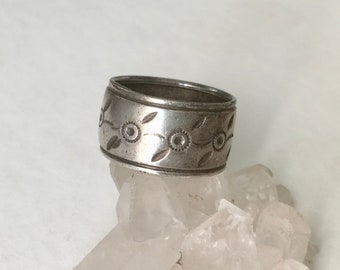 old uncas sterling wide band, size 6.25