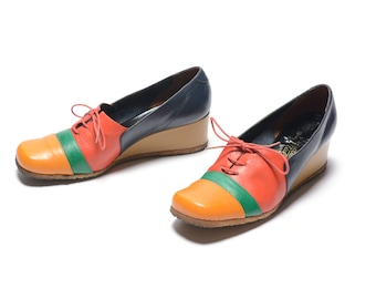 vintage 70s striped wedge shoes gum sole red green yellow navy blue leather 1970 platform shoes women US size 9 Made in Italy
