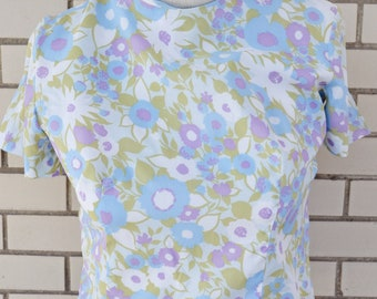 50s button back blouse, medium vintage blouse, 1950s floral print shirt, blue boxy top, Jami Originals, blue green and purple pattern