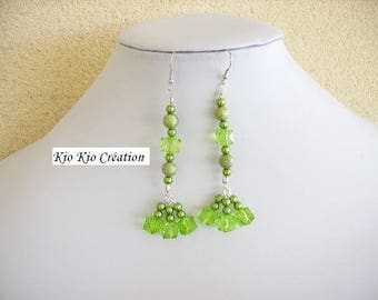 Earrings, green, Pearl acrylic, round, cubic, twisted wires and rods, costume fashion jewelry silver, rhodium plated hooks.