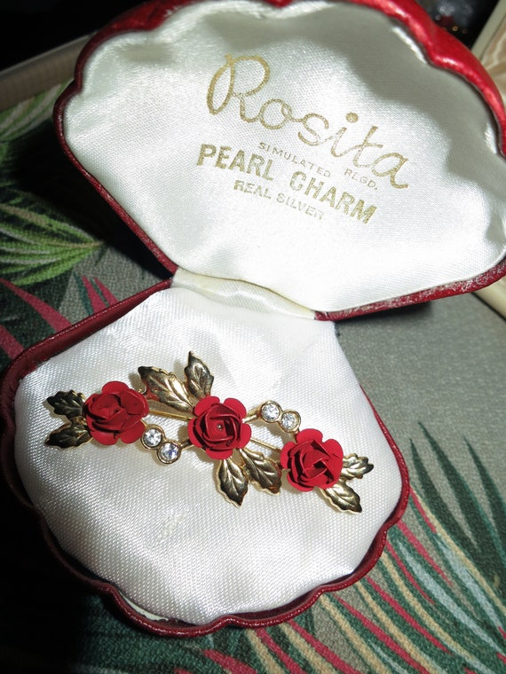Beautiful vintage gold metal red enamel roses and diamante brooch