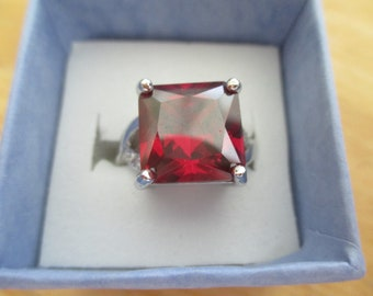 vintage costume jewelry  /   Red rhinestone ring size 7