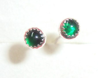 Earrings emerald green bezel set,  eco-friendly in sterling silver - 3mm - Ready To Mail - May Birthstone SALE