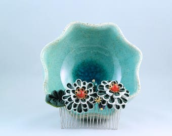 Feet of Primroses - flower hair comb / tsumami kanzashi