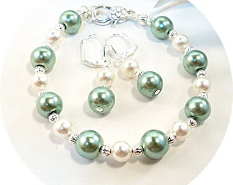 Green and Ivory Jewelry, Meadow Jewelry, Bracelet, Earrings, Bridesmaid Jewelry, Bridal Accessories, Green Jewelry, Bridesmaid Gift, Wedding