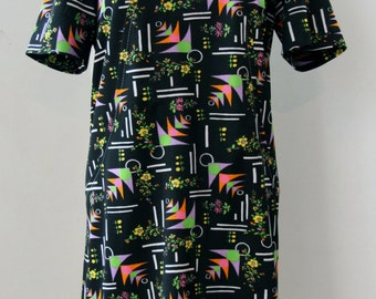 Vintage dress / 70s, geometrically patterned with flowers