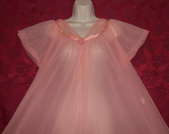 Fabulous vintage double chiffon peach nightgown from Jenelle of California.