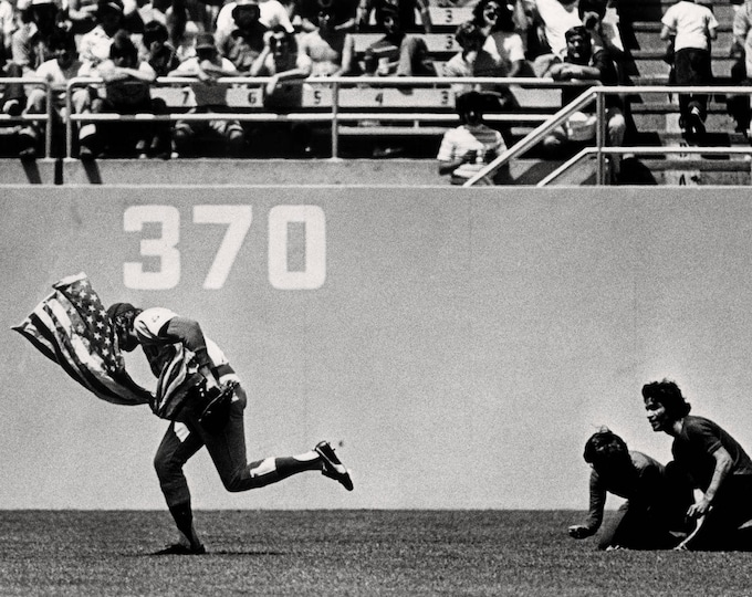 Baseball Player Rick Monday Outfielder for the Chicago Cubs Saves the American Flag at Dodger Stadium - 5X7, 8X10 or 11X14 Photo (EP-900)