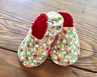 Green Tulip Baby Booties, Crib Shoes, Baby Slippers, Baby Gift, Soft Sole Shoes, Toddler Slippers, Cloth Baby Shoes, Baby Shower Gift
