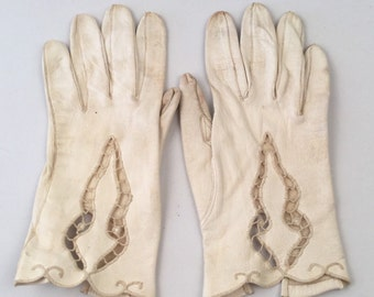 Vintage Off-White Ivory Leather Gloves with Scalloped Edge and Lacy Cutouts - Flexible and Soft Inside - Dainty Feminine - Small Size