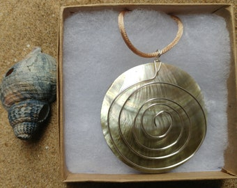 Pendant spiral necklace