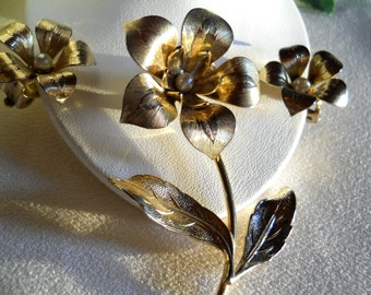 Textured Gold Tone Stemmed Flower Brooch Pin and Earring Set Vintage