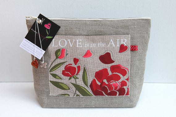 """Toiletry bag in natural linen """"Love is in the air"""""""