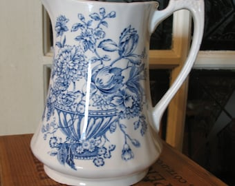Floral pitcher Alfred Meakin Bounty. Vase with flower decoration.
