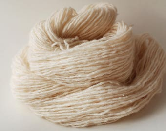 White recycled wool/nylon/acrylic/camel blend yarn, worsted weight