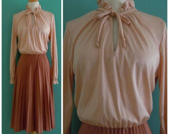 vintage 70's spring plisse dress // neutral secretary dress