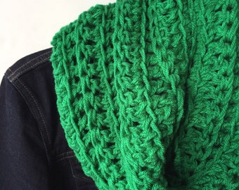 Kelly Green Scarf, Crochet Cowl, Neck Warmer, Crochet Scarf, Green Cowl, Cowl Scarf, Winter Scarf, Teen Gift, Gift for Mom, Gift Under 20
