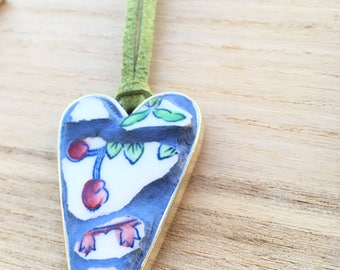 Heart pendant, Mother's Day Heart Necklace,  Broken china pendant, Heart pendant, Mosaic Jewellery,