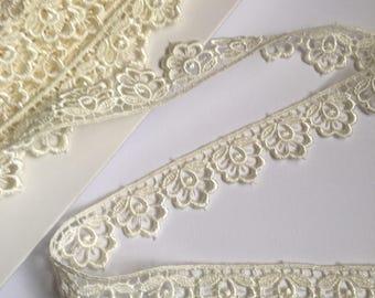 Cream Guipure/Venise floral Lace trim, price per metre
