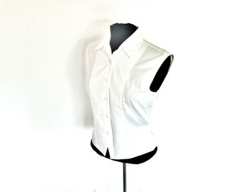 Vintage White Sleeveless Fitted Button-Down Blouse with Collar by Christian Trapani® Size Medium