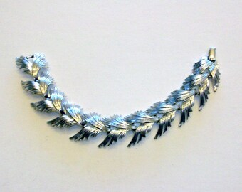 Lisner silver tone bracelet