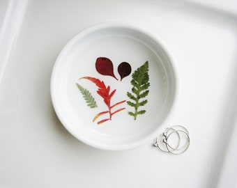 Leaf Specimen Ring Dish, Real Leaf Ring Dish, Botanical Gift, Floral Ceramic Dish, Pressed Flowers Jewelry Dish, Jewelry Catchall