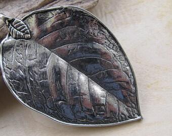 Large pendant leaf embossed 78 x 48 x 2 mm metal.