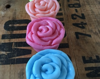 10 Lovely Rose Petal  Soap - Baby shower favours - 2 oz -Packaging & lovely thank you gift tags included - SLS free - Phthalate free - Rose