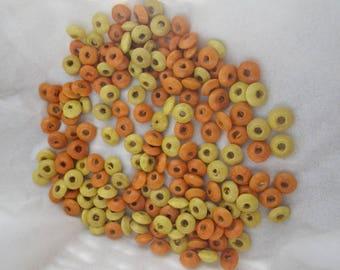 Lot de plus de 120 perles en bois oranges et jaunes