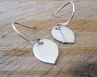 Silver Flower Petal Earrings, Fine Silver Clay Earrings, Everyday Jewelry, Silver Dangles, Flower Earrings, Spring Fashion