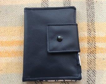 Wallet/coin door / card holder