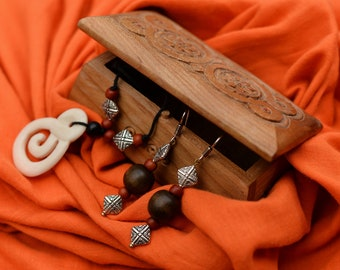 White & Brown Industani. Set earrings, necklace.